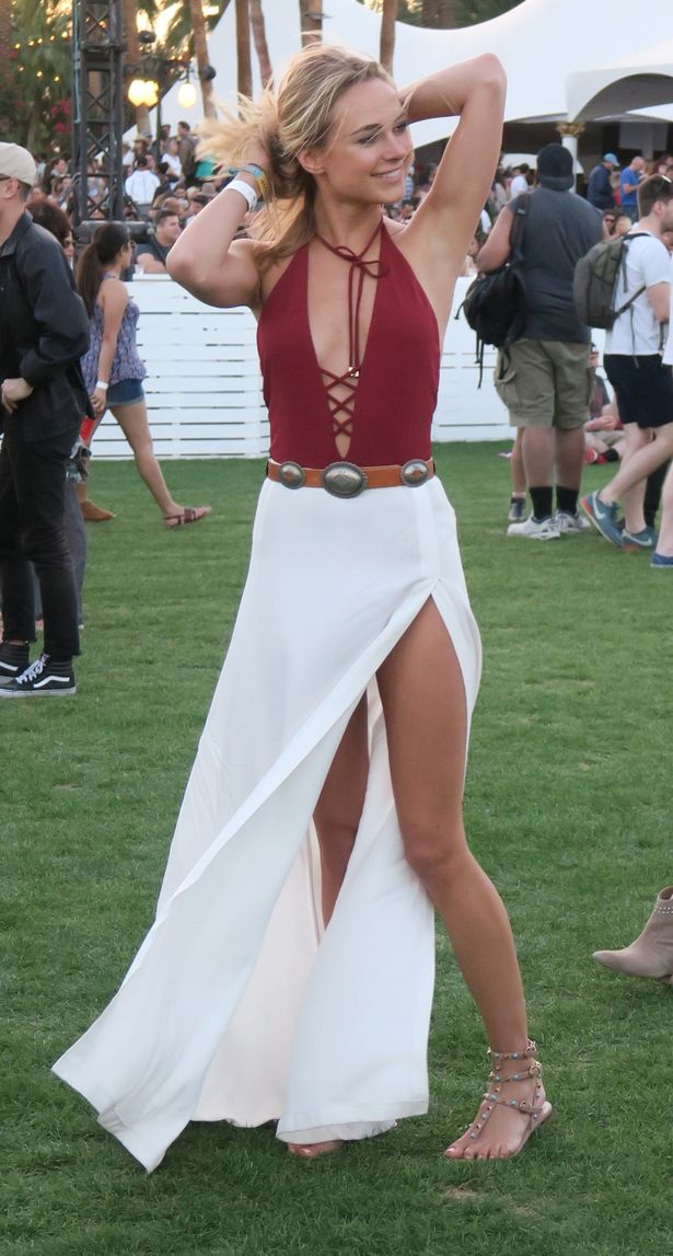 Kimberley-Garner-looks-incredible-as-her-dress-flows-in-the-breeze-on-Day-1-of-the-Coachella